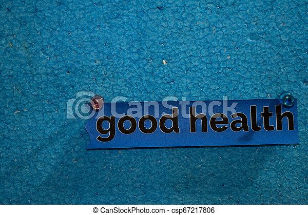 El texto de la buena salud en el papel está unido al poliestireno con alfileres, concepto de atención médica como recordatorios de horario - csp67217806