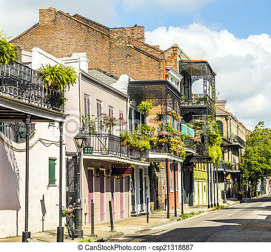 building in the French Quarter in New Orleans - csp21318887