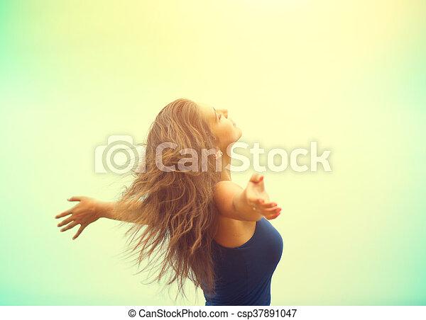 buiten, beauty, nature., vrouw, handen, meisje, het genieten van, verheffing, vrolijke  - csp37891047