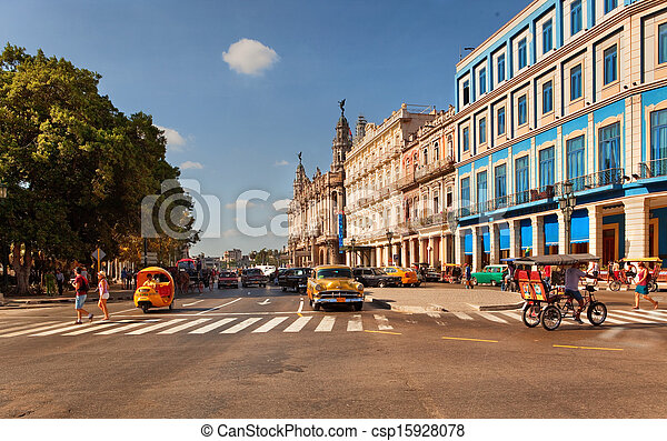 HAVANA, CUBA-MAY 14: viejos coches americanos en Prado Boulevard Inters - csp15928078