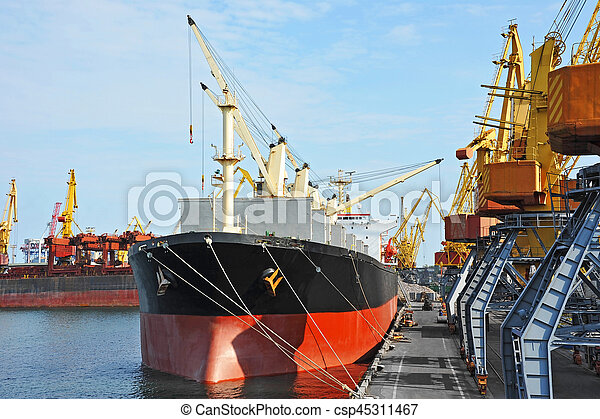 Bulk cargo ship under port crane - csp45311467