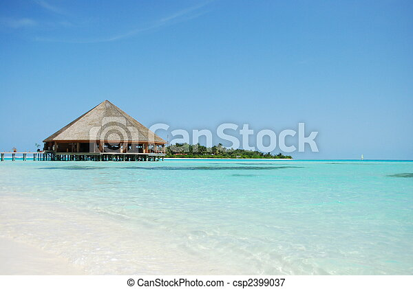 Bungalow\'s architecture and beach on a Maldivian Island - csp2399037
