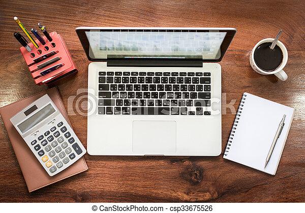Bureau bois vendange ordinateur portable moderne