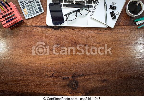 L identité d entreprise maquette sur un bureau en bois massif avec