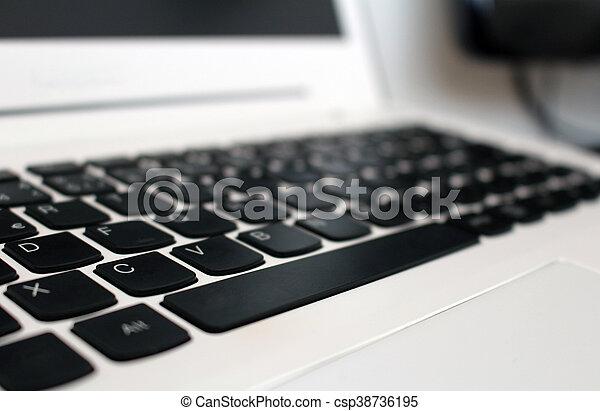 Bureau ordinateur portable boutons noir clavier blanc