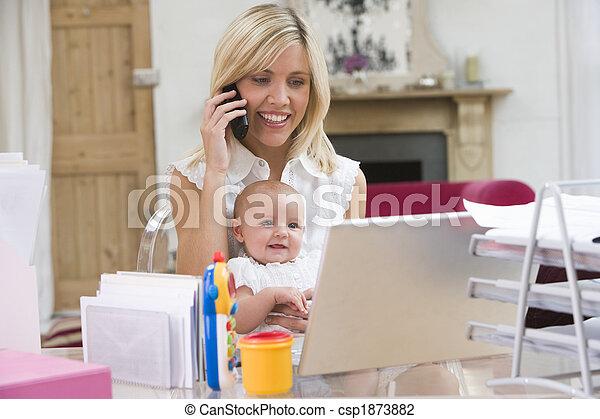 bureau, ordinateur portable, téléphone, mère, bébé, maison - csp1873882