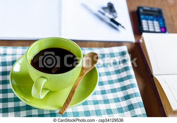 Bureau tasse café haut noir fournitures fin.