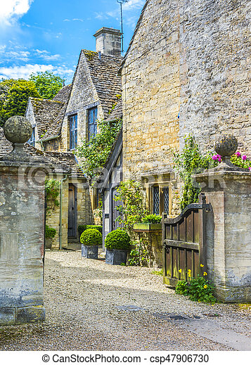 Vieja casa en Burford, Inglaterra - csp47906730