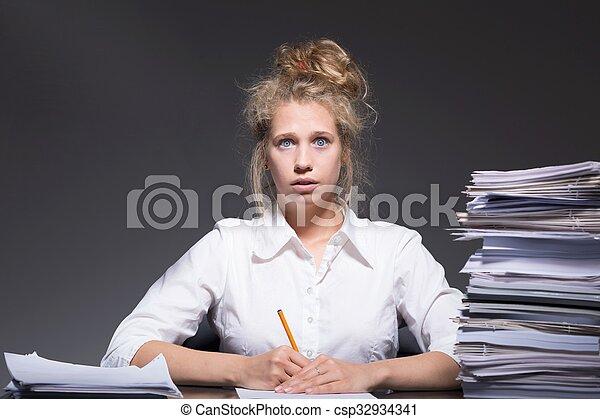 burnout, travail, arriéré - csp32934341