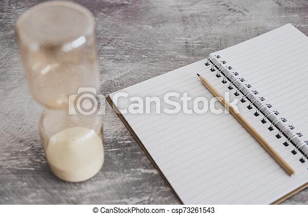 business, date limite, cahier, bureau, productivité, sablier - csp73261543