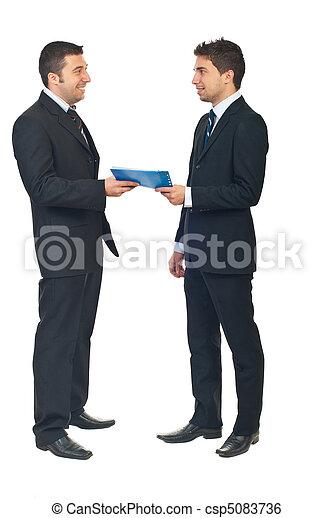 business, entre, deux, contrat, gens - csp5083736