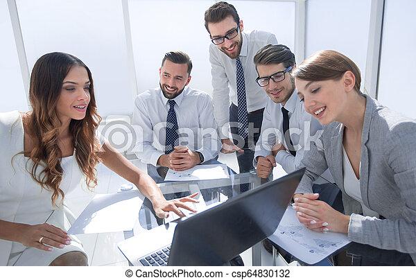 business, ordinateur portable, travail, usages, réunion équipe - csp64830132