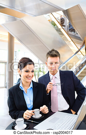 Business people in lobby - csp2004017