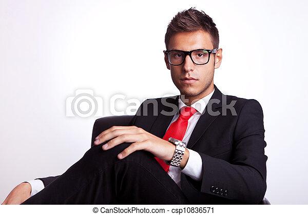business, sérieux, jeune, homme assis - csp10836571