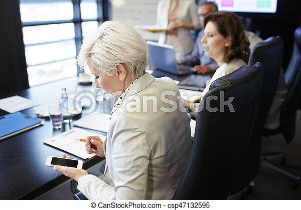 Business woman communicating by the smartphone - csp47132595