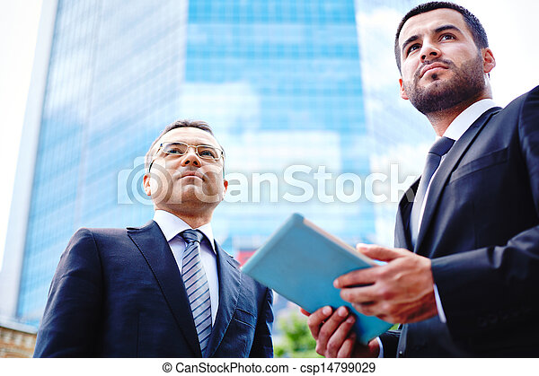 Businessmen in the city - csp14799029