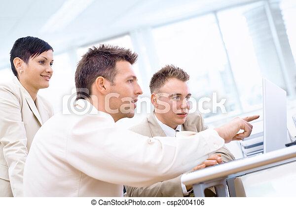 Businessteam with laptop - csp2004106