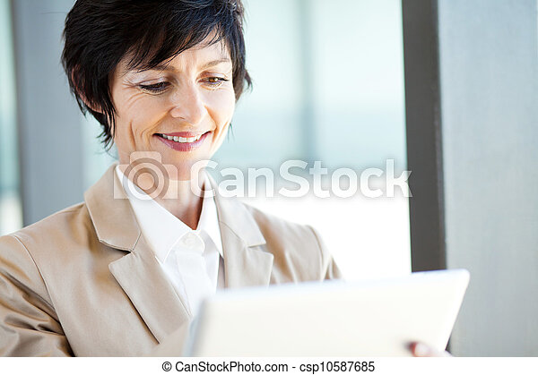 businesswoman using tablet computer - csp10587685