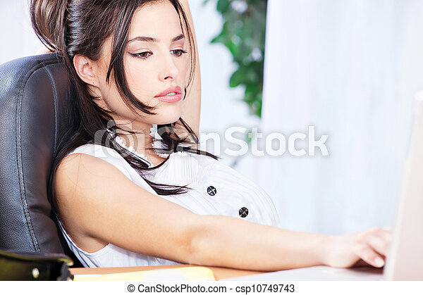 Bussines woman working on computer in office - csp10749743