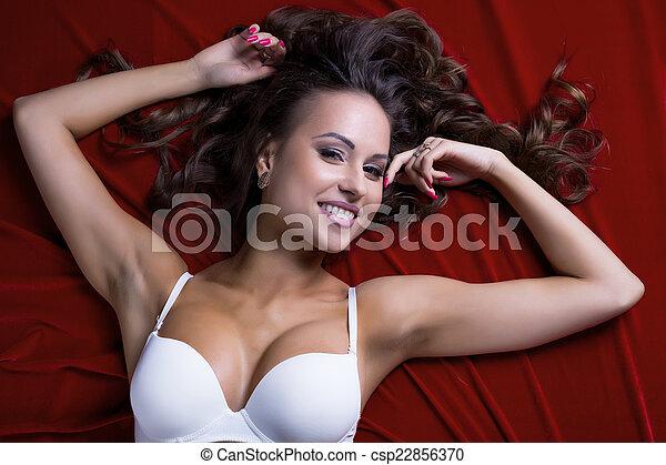 busty, civettuolo, lenzuolo, modello, raso, dire bugie - csp22856370