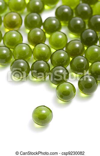 Cápsulas verdes aisladas - csp9230082