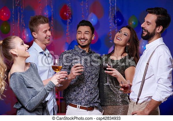 célébrer, intérieur, amis, joyeux, fête - csp42834933