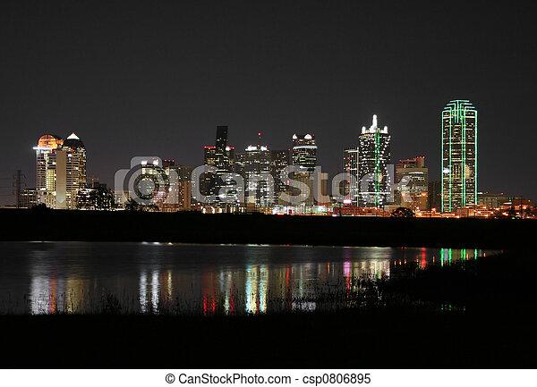 Dallass del centro, Texas por la noche - csp0806895