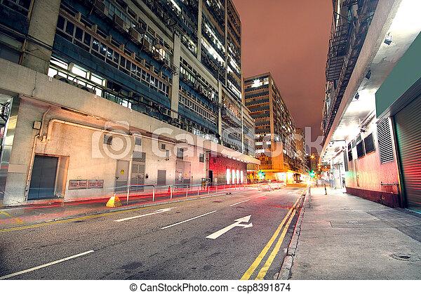 Tráfico en el centro por la noche, Hong Kong - csp8391874