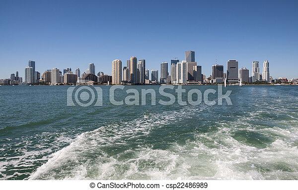 En el horizonte de Miami, Florida USA - csp22486989