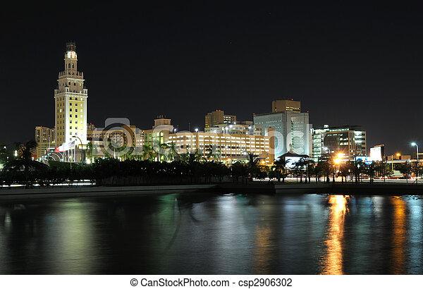 De noche en Miami, Florida - csp2906302