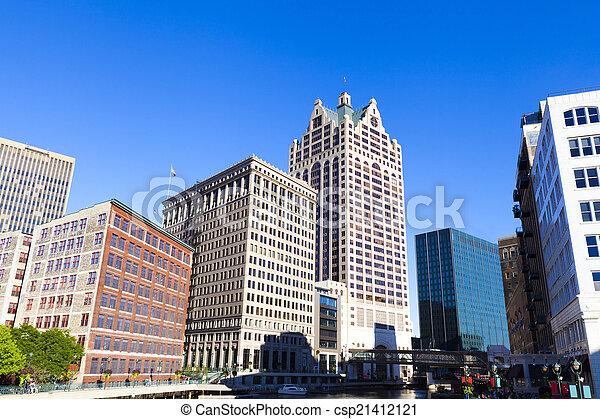 En el centro de Milwaukee - csp21412121