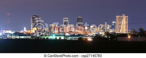 Fort Worth Texas en el centro de Skyline Trinity River por la noche - csp27145783