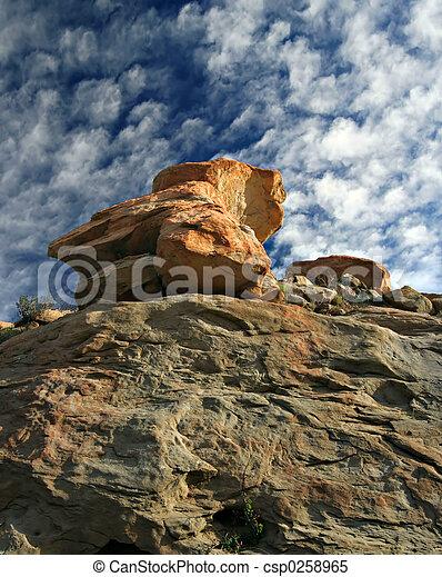 céu azul, acima, pedra vermelha - csp0258965