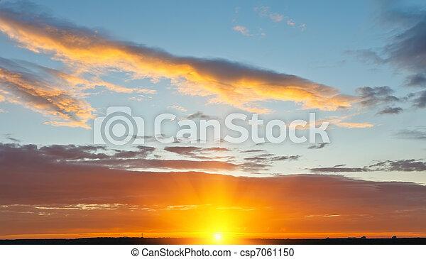 céu, pôr do sol - csp7061150