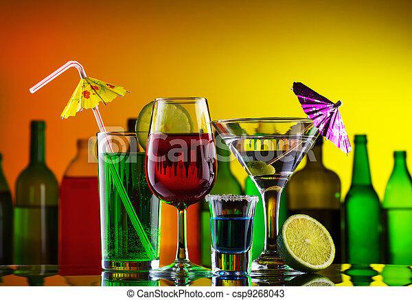 cócteles, diferente, barra, alcohol, bebidas - csp9268043