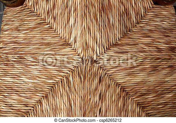 El asiento de la silla enea tradicional de las cañas secas - csp6265212