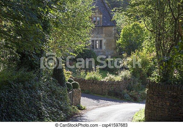 Cotswold cabaña en Snowshill, Gloucestershire, Inglaterra - csp41597683