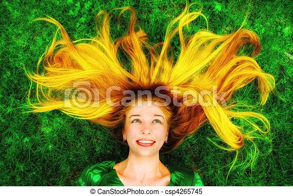 cabelo, mulher, longo, baixo, capim, feliz - csp4265745