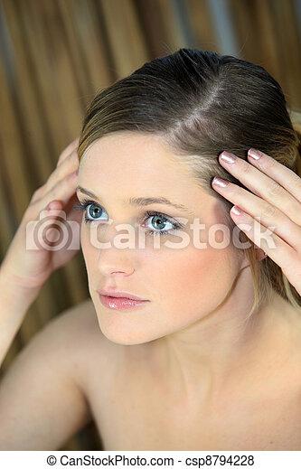 cabeza, mujer, ella, joven, tenencia, mirar fijamente - csp8794228