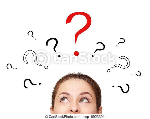 Una mujer pensante buscando en muchos signos de interrogación sobre la cabeza aislada - csp16923394