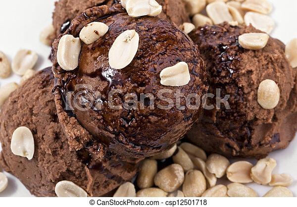 helado de chocolate con maní - csp12501718