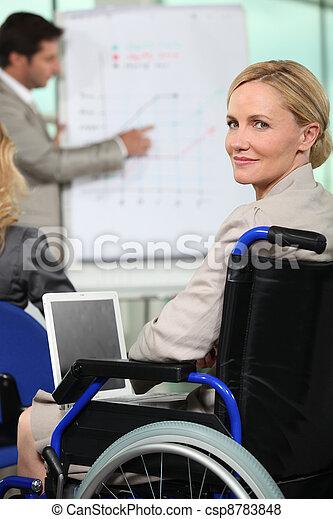 cadeira rodas, mulher - csp8783848