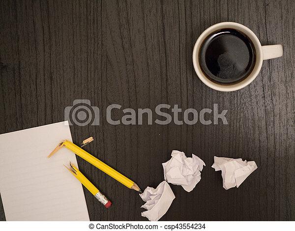Café bloc notes bureau cassé blanc crayon café sombre