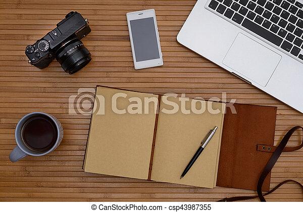 Café cuir vendange sommet tasse téléphone bureau bois