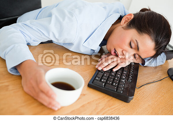 Café femme bureau tasse dormir quoique séduisant tenue