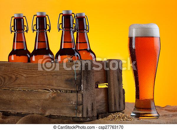 Cerveza con botellas en caja - csp27763170