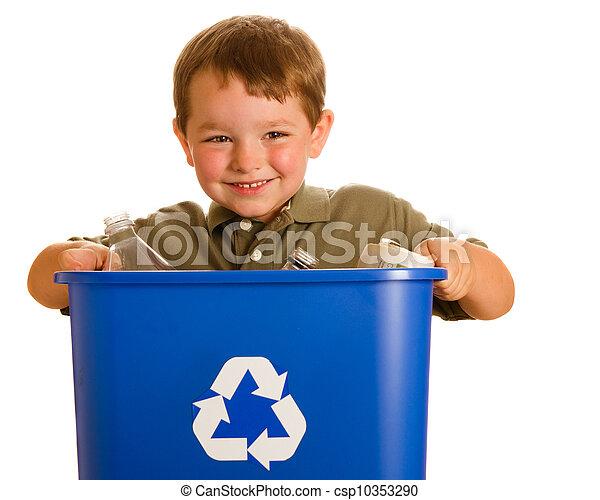 El concepto de reciclaje con un niño que lleva cubo de reciclaje aislado en blanco - csp10353290