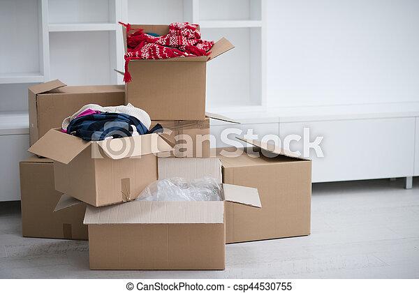 Cajas de mudanza - csp44530755