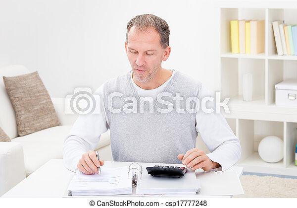 calculadora, contas, segurando, homem maduro - csp17777248