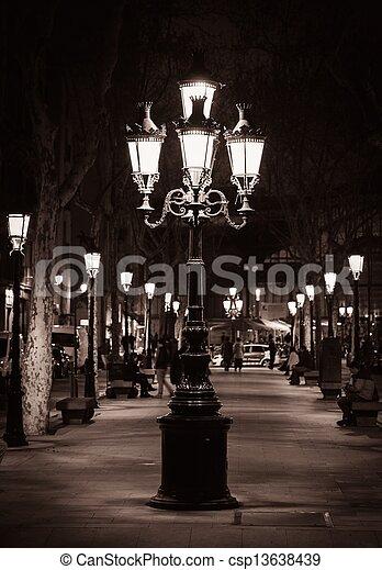 calle de la ciudad, viejo, barcelona, luz - csp13638439